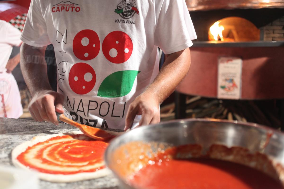 Napoli Pizza Village: grandi artisti e pizze gourmet