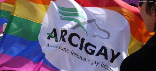 """Pride a Napoli, de Magistris: """"Lotta per i diritti elemento costitutivo di questa città"""""""