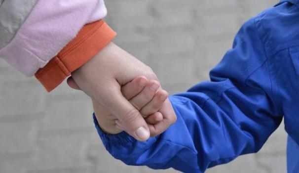 Tenta di rapire bimbo di sei anni: 40enne in manette