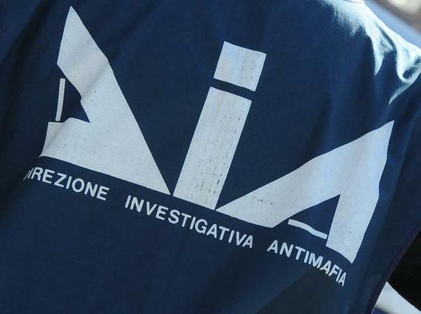 Camorra: fratelli Esposito arrestati dalla DIA, sui social foto con Reina