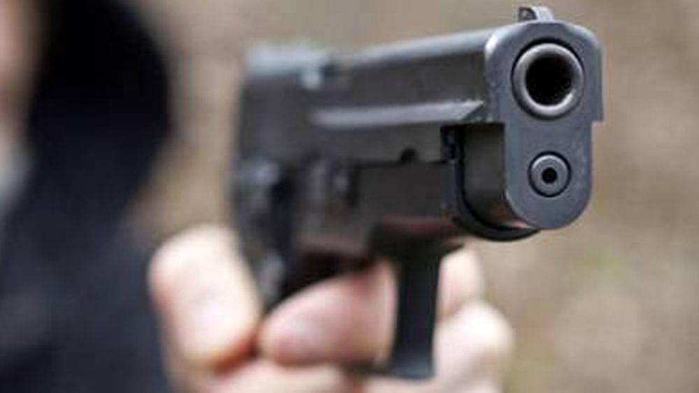 Paura al Virgiliano: ragazzo thailandese con finta pistola tra la folla