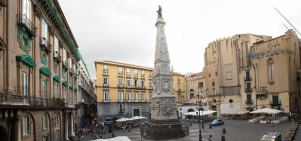 Sesso orale in piazza San Domenico: fermata uruguaiana
