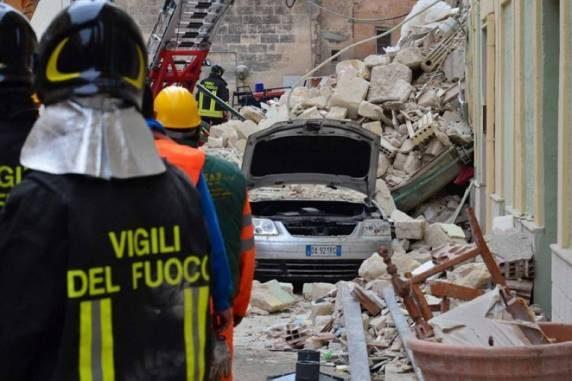 Crollo palazzina a Torre Annunziata: Procura apre un'inchiesta