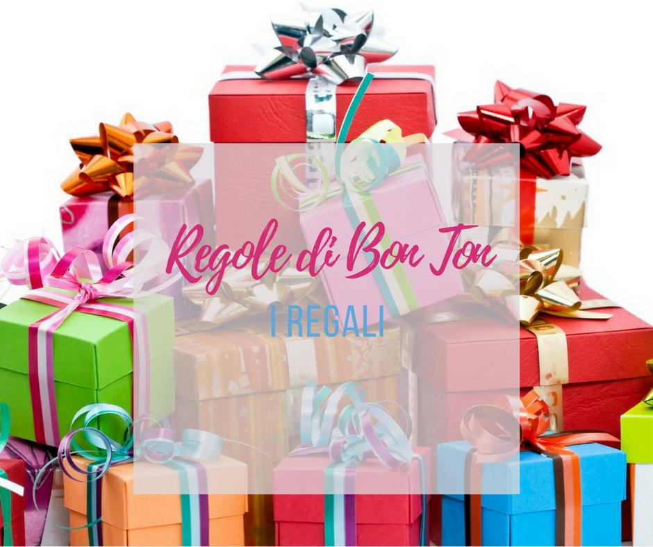 Come si consegnano i regali? Regole di Bon Ton (VIDEO)