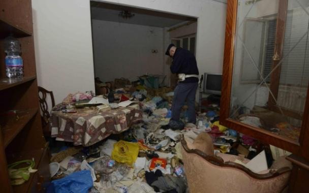 Torre del Greco: 15enne disabile vive tra i rifiuti