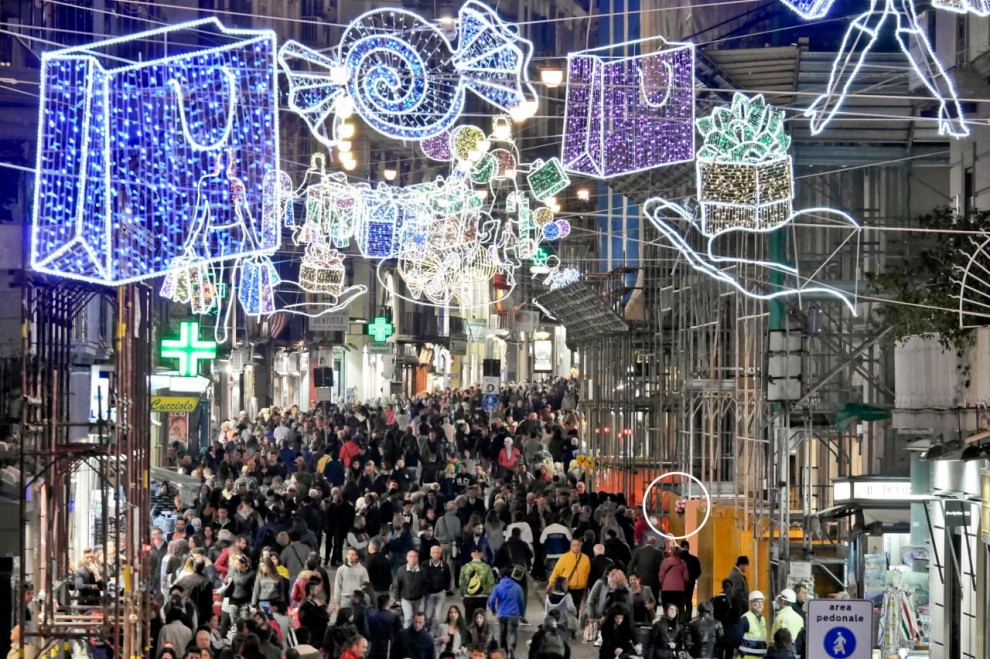 Natale a Napoli, niente luminarie: risorse in beneficenza