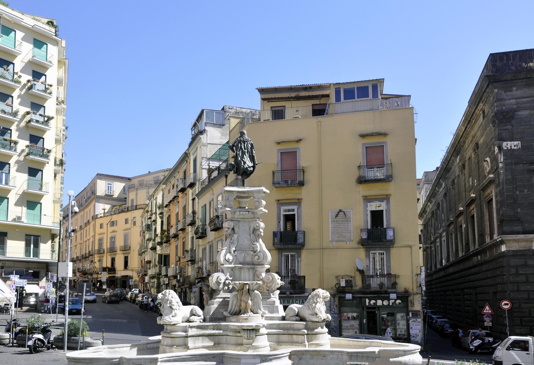 """Borrelli: """"la fontana di Monteoliveto trasformata in una discarica a cielo aperto"""""""