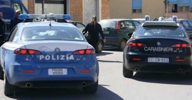 Controlli interforze a Napoli contro venditori ambulanti