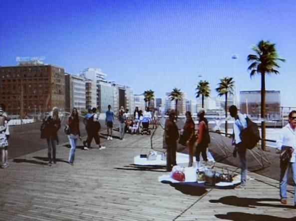 Porto: venditori abusivi nel rendering del nuovo lungomare