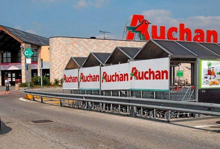 Auchan: scontro tra lavoratori e azienda per la chiusura dell'ipermercato