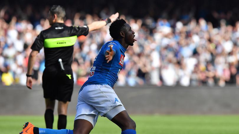 Clamoroso al San Paolo, il Napoli rimonta in 4 minuti e batte il Chievo