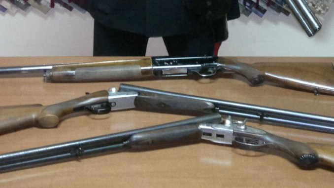 Trovati fucili rubati vicino ad una scuola elementare