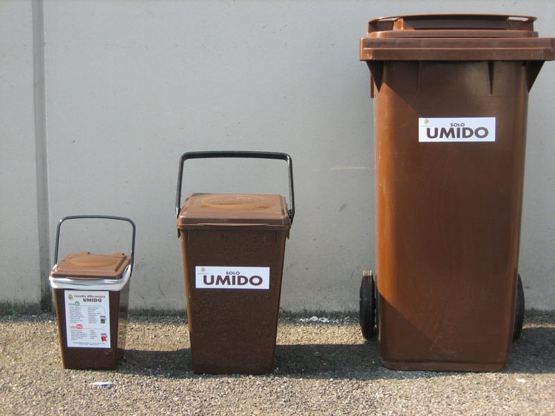 Stop raccolta rifiuti umidi a Caserta, rifiuti in casa