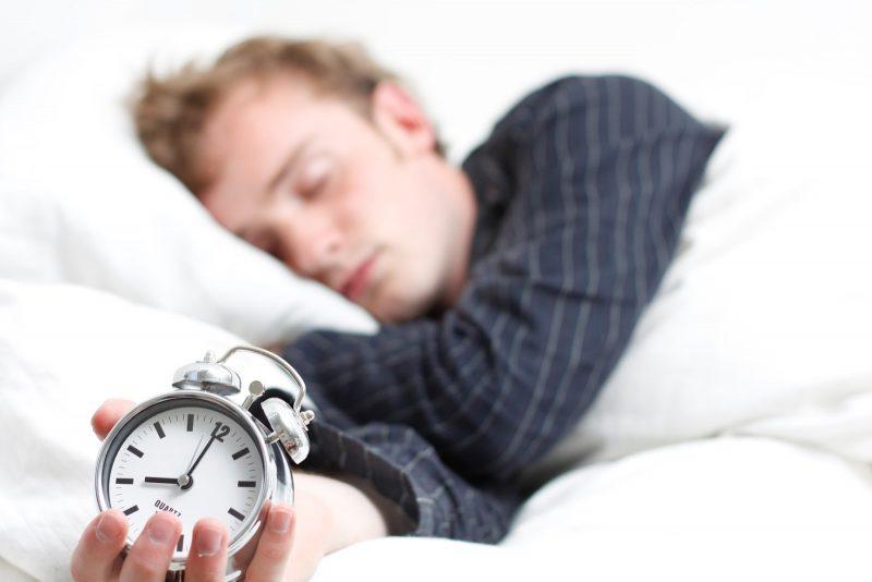Poco sonno fa male, ma anche dormire troppo può essere pericoloso