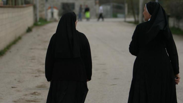 Bimbi maltrattati in una scuola nel Casertano: sospese quattro suore