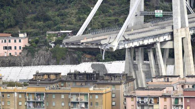 """Crollo ponte a Genova, padre del giovane napoletano deceduto: """"Mio figlio è stato ammazzato"""""""