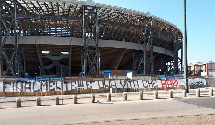 I tifosi del Napoli attaccano De Laurentiis dopo l'acquisto del Bari