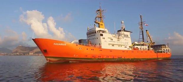 """De Magistris: """"Invito l'Aquarius ad avvicinarsi verso il nostro porto"""""""