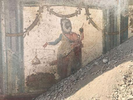 Scavi di Pompei: Un dimora su via del Vesuvio e all'ingresso un Priapo affrescato