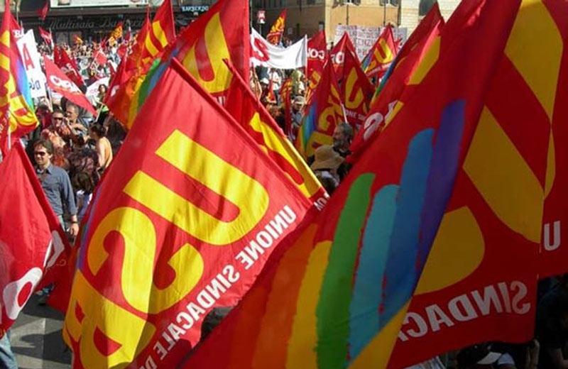 Protesta degli addetti alle pulizie davanti alla sede Tirreno Power