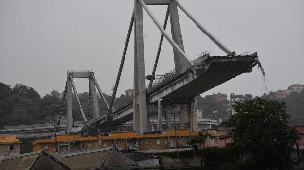 Crollo del ponte a Genova: domani i funerali dei quattro ragazzi di Torre del Greco
