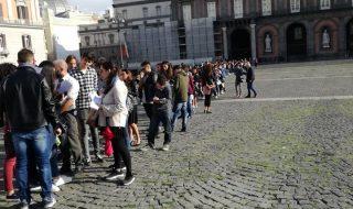 Il grande cuore di Napoli: i cittadini scendono in piazza per il piccolo Alex