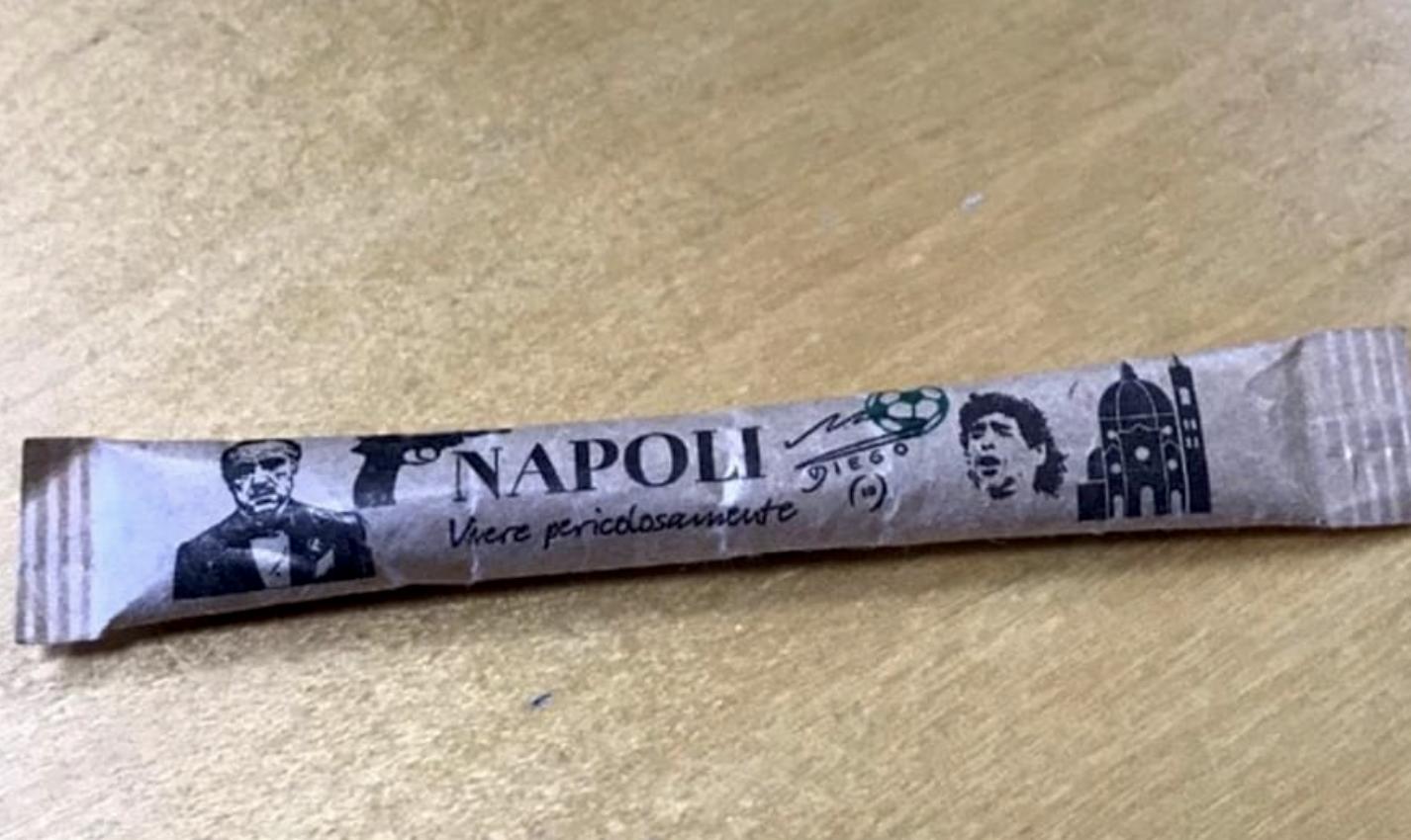 Bustine di zucchero greche che diffamano Napoli, la risposta della comunità ellenica napoletana