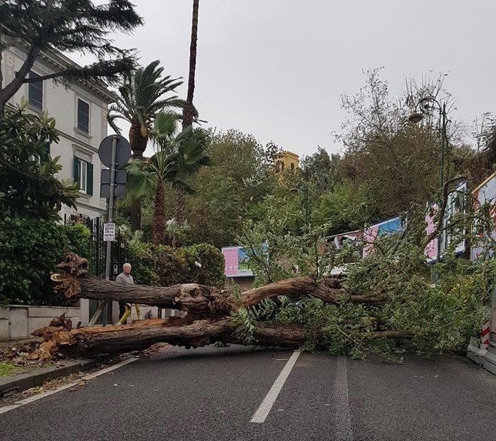 Maltempo Napoli vento
