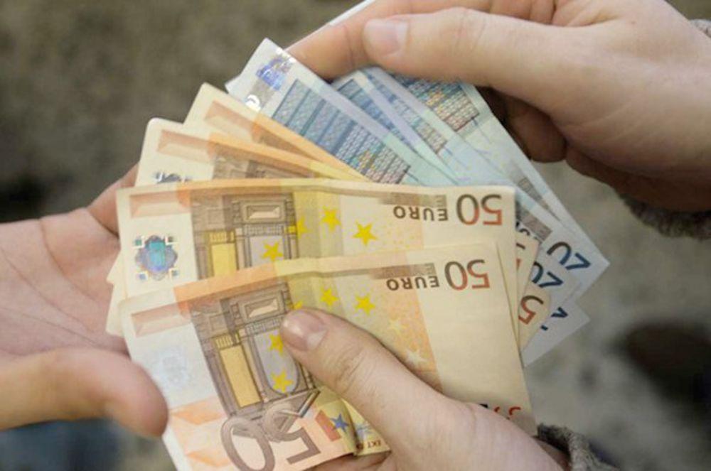 Estorsione: chiedono 15mila euro a una minorenne, arrestati in due