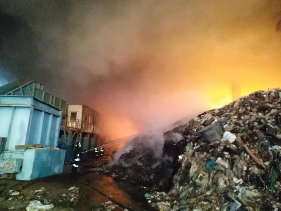 Marcianise incendio deposito rifiuti