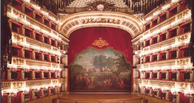 Sannazaro: sequestrate le quote della società che gestisce il Teatro