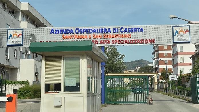 Donna legata al letto e impregnata di urine all'ospedale di Caserta   FOTO