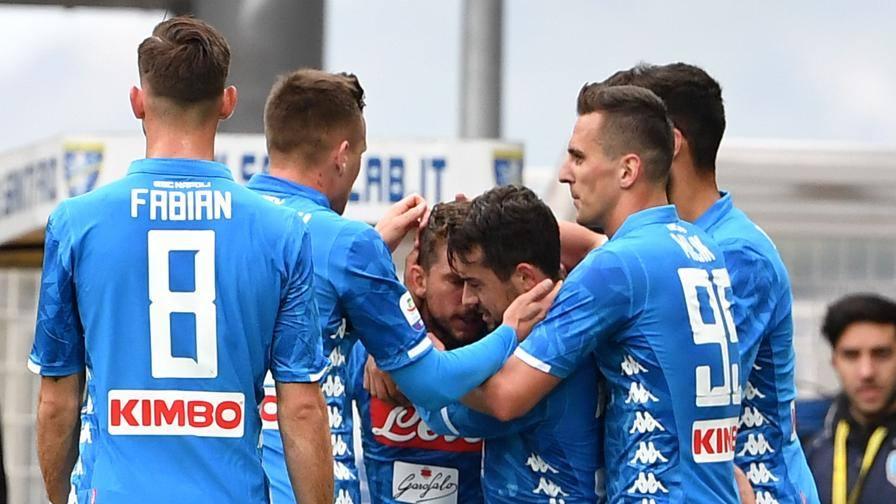 Frosinone-Napoli 0-2, Mertens e Younes trascinano gli azzurri: il belga raggiunge Maradona