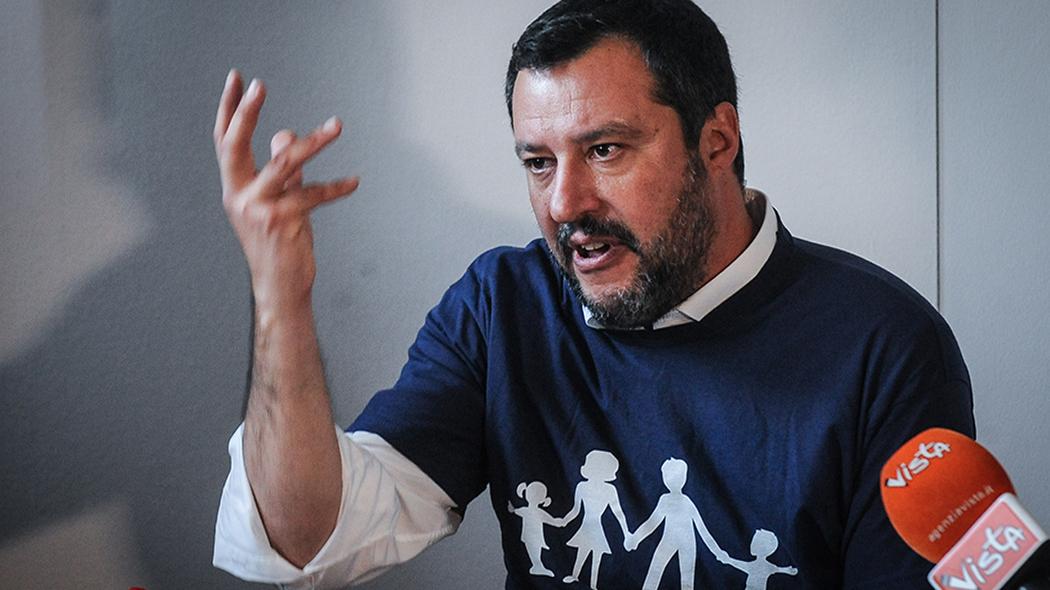 Salvini contro le famiglie arcobaleno: << C'è solo mamma e papà a detta del Buon Dio>>