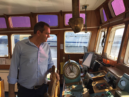 """Nave Open Arms ormeggiata a Napoli, de Magistris: """"Benvenuto Comandante"""""""