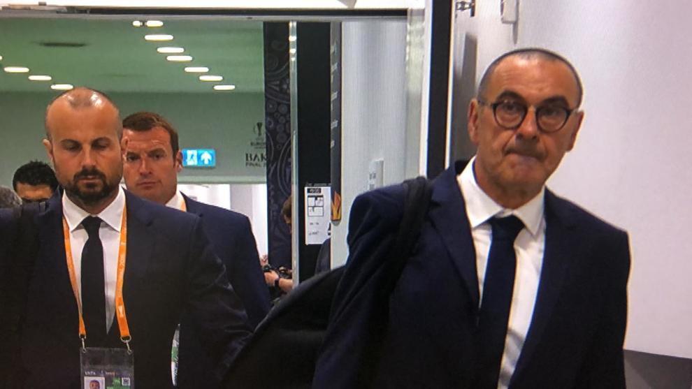 """Sarri è pronto ad abbandonare la tuta per la cravatta della Juve: """"Mi manca l'Italia"""""""