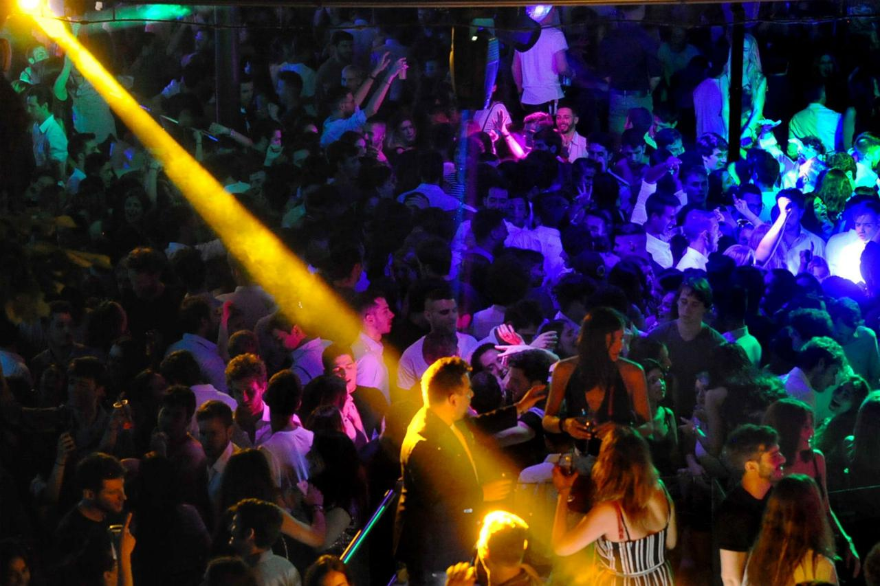 """Accesso negato in discoteca a Ibiza """"perché napoletani"""", la denuncia sul web"""