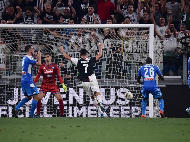 Juventus-Napoli 4-3, decide un clamoroso autogol di Koulibaly al 92'