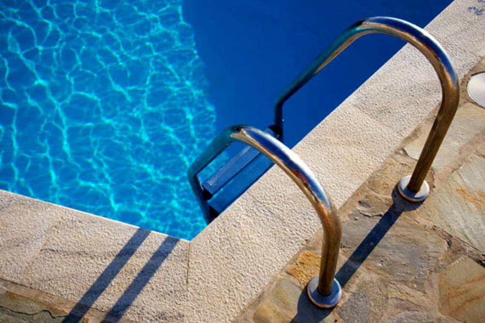 Chiusa piscina per disabili, la protesta presso la sede della Rai
