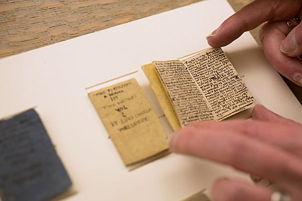Mini libro inedito di Charlotte Bronte venduto all'asta per 600mila euro