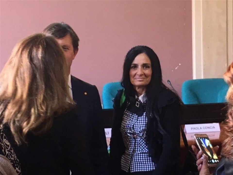 Rosalba Rotondo, la preside di Scampia che aiuta i rom a studiare