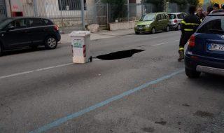 Voragine a Fuorigrotta in Via De Gennaro