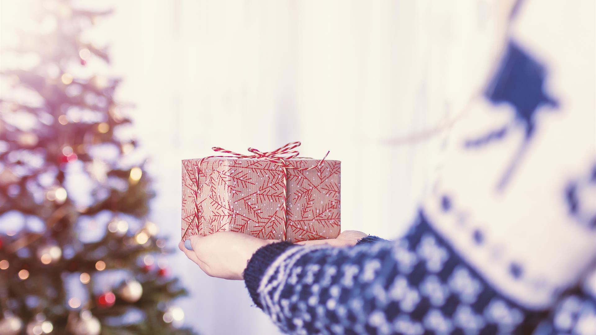 Corsa ai regali di Natale per 10 milioni di italiani 'ritardatari'