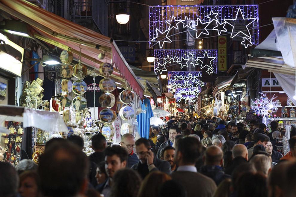 Natale a Napoli, il Comune vara il nuovo piano della mobilità cittadina