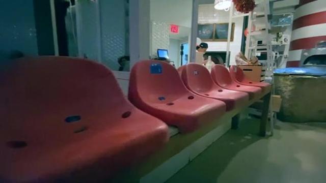 A New York c'è una pizzeria in cui le partite del Napoli si vedono sui sediolini del San Paolo