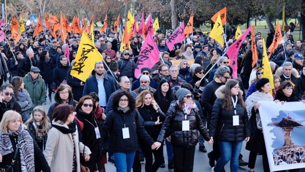 """In 20mila a Foggia con don Ciotti al corteo di """"Libera"""" contro le mafie"""
