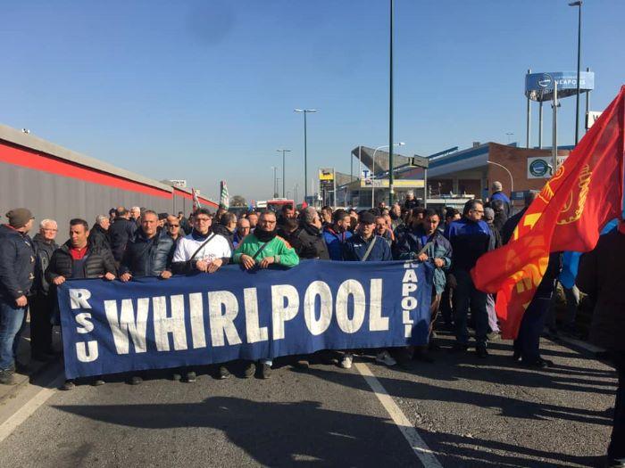 protesta operai whirlpool