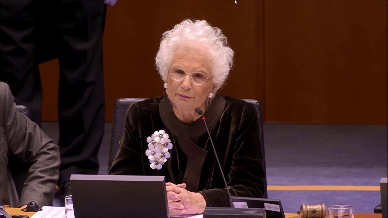 """Parlamento europeo, Liliana Segre: """"Ancora oggi qualcuno nega l'Olocausto"""""""