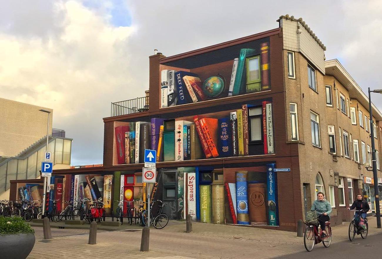 A Utrecht la facciata di un palazzo è diventata lo scaffale di una libreria