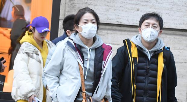 Coronavirus, terminate a Napoli le mascherine nelle farmacie
